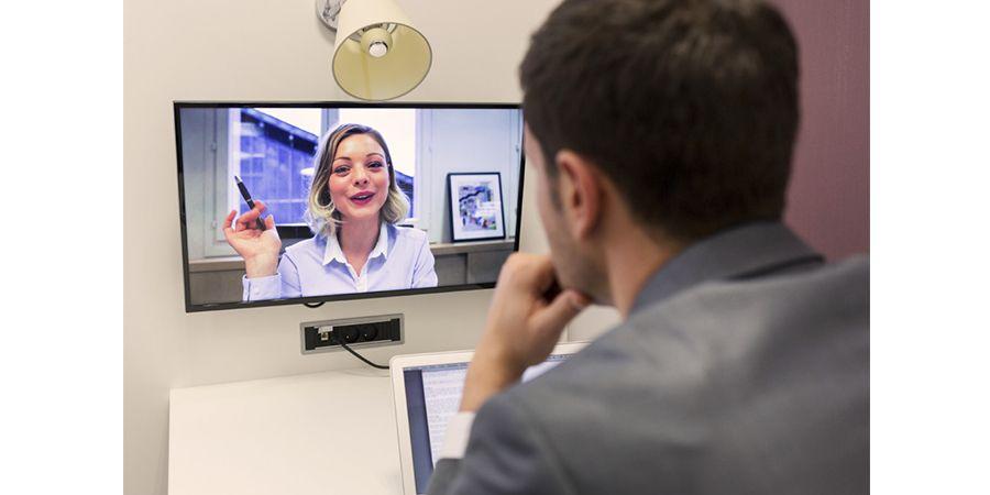 SEGUIMIENTO CONTINUO<span>Contarás con comunicación y seguimiento/feedback continuo con el instructor del curso, a través del sistema de mensajes directos de nuestra plataforma, correo electrónico o videoconferencias. Podrás exponer tus dudas, consultas o proyectos específicos.</span>